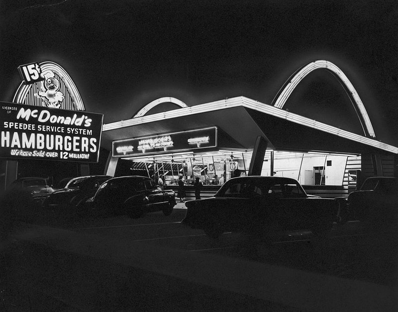 A view of a McDonald's fast-food restaurant in Des Plaines, Ill., circa 1955.