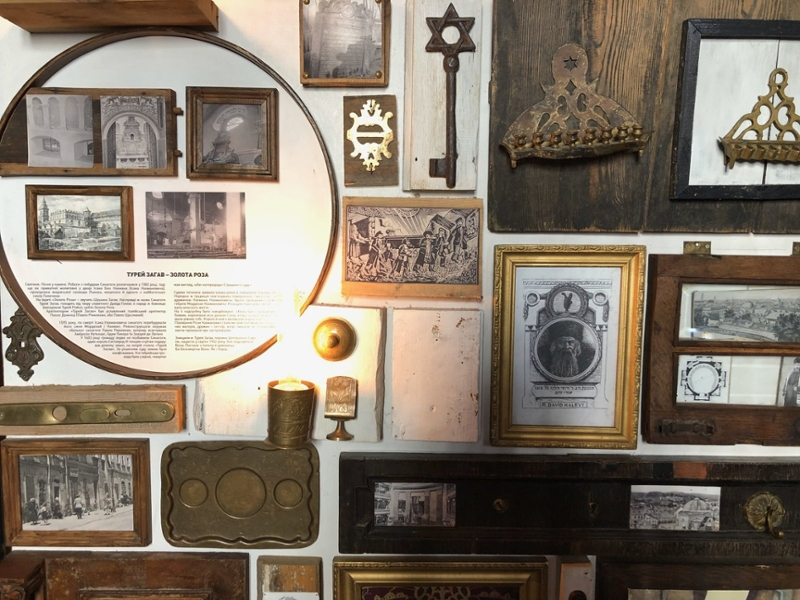 restaurant walls covered in Jewish artifacts