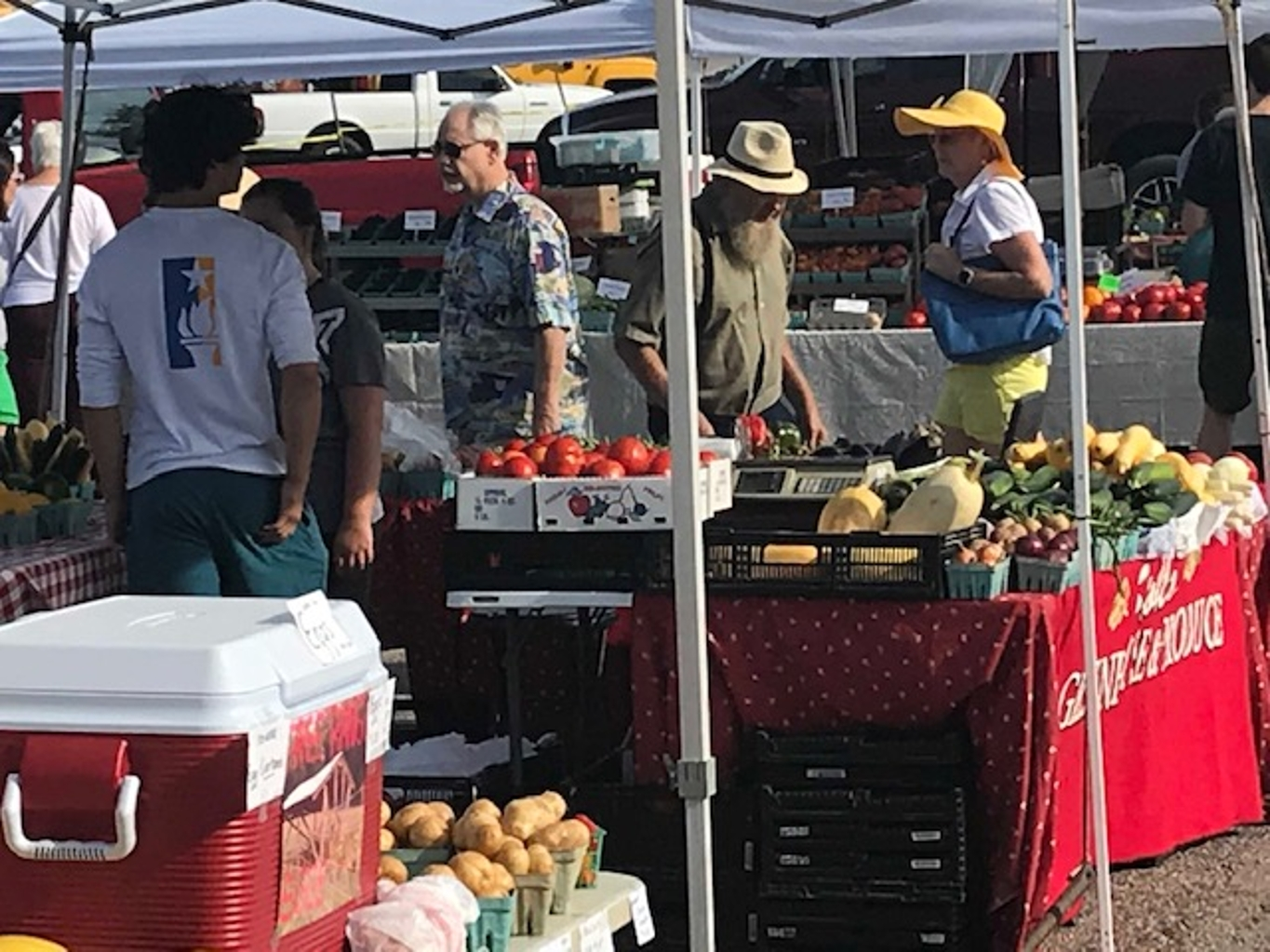 Vendors at the Bloomingfoods Market