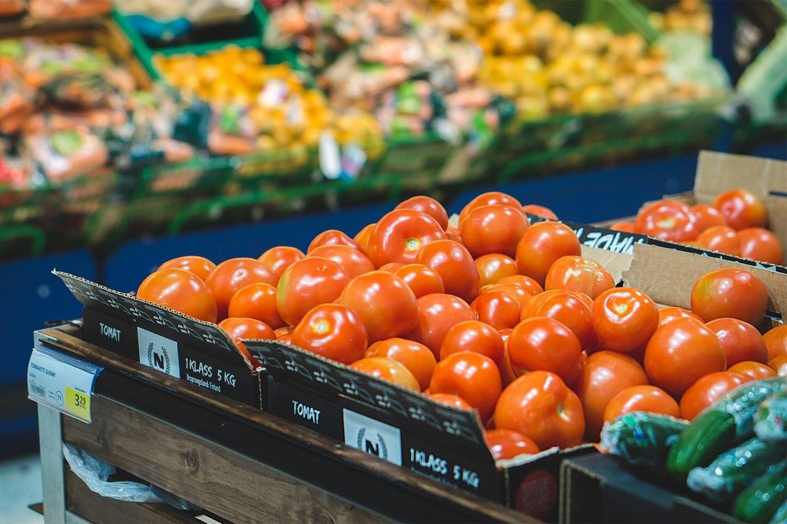 A stock image of tomatoes at a grocery store.