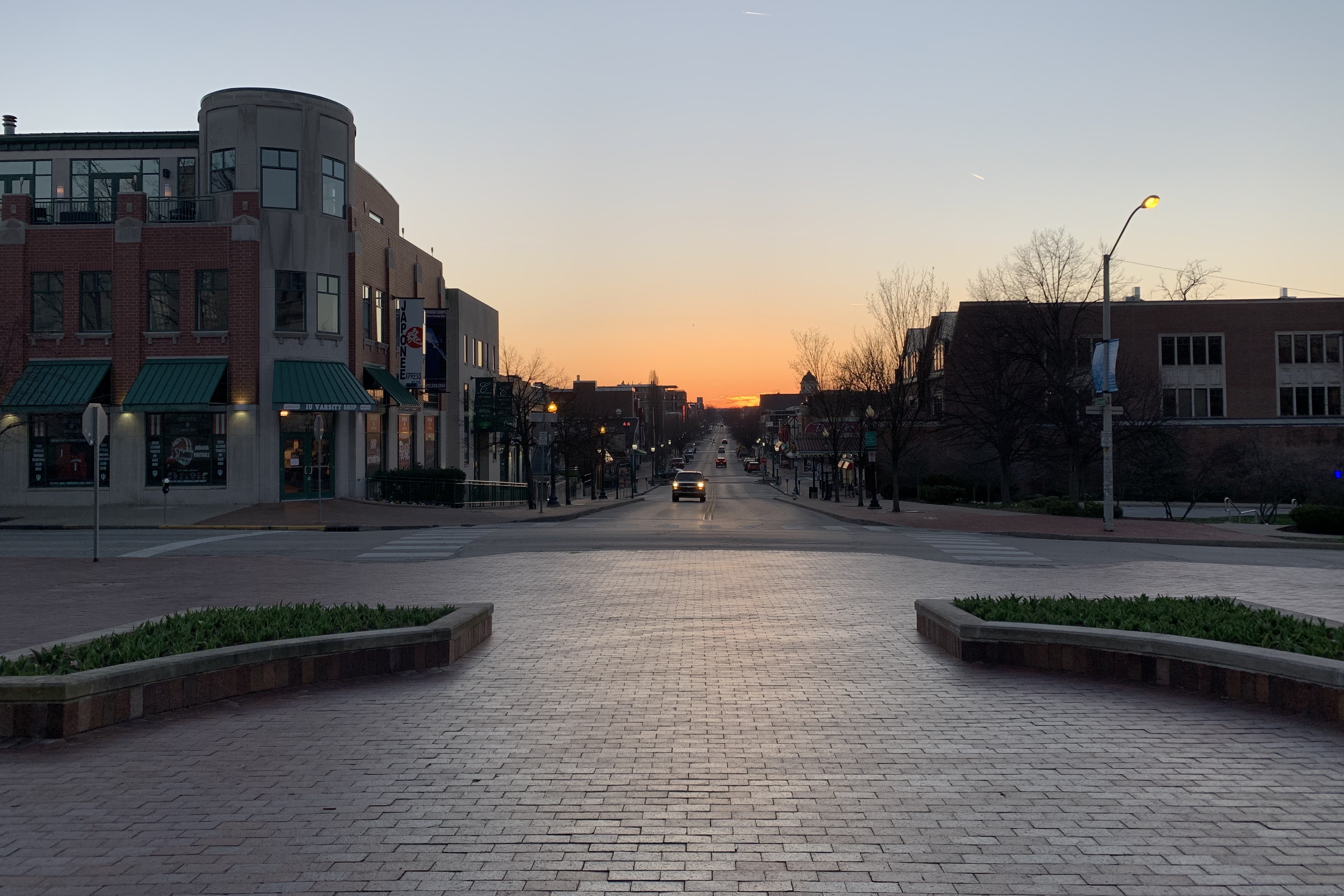 Looking west down Kirkwood Ave from IU Bloomington's Sample Gates the day before Gov. Holcomb's coronavirus stay-at-home order went into effect.