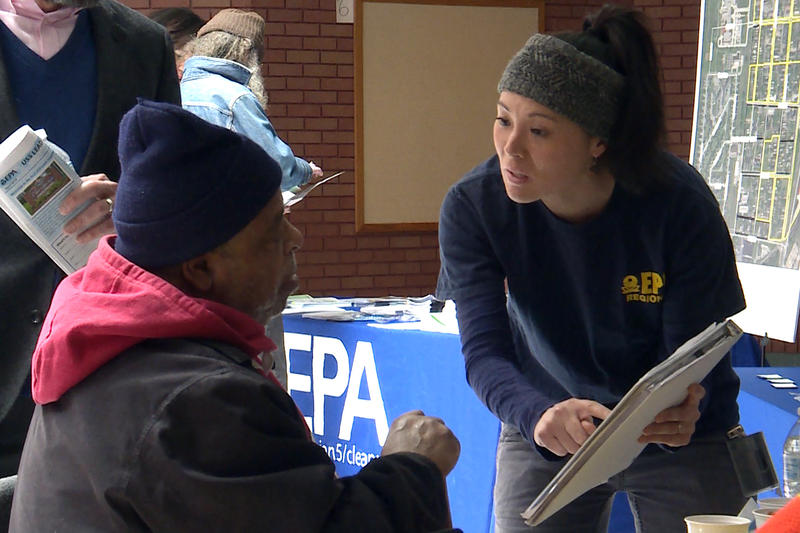EPA remedial project manager Katherine Thomas talks with a Superfund resident about the groundwater investigation.