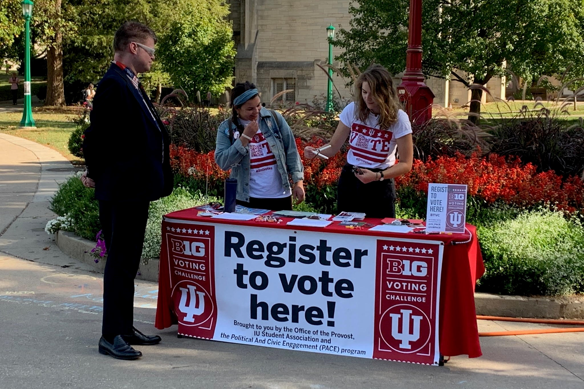 iu campus red registration table