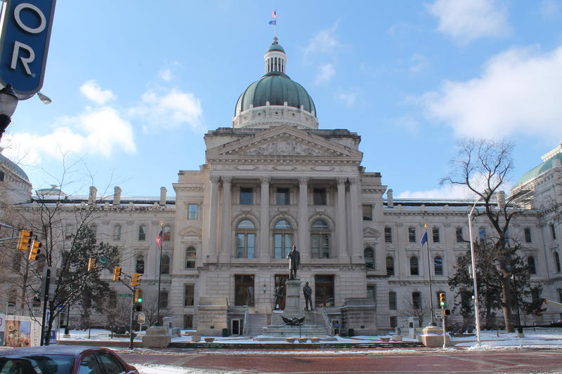 The front of the Indiana Statehouse in the winter.