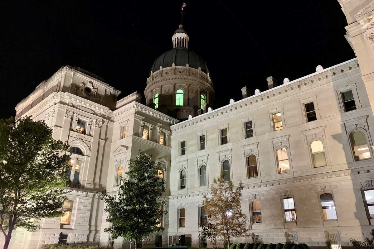 A picture of the Indiana Statehouse.
