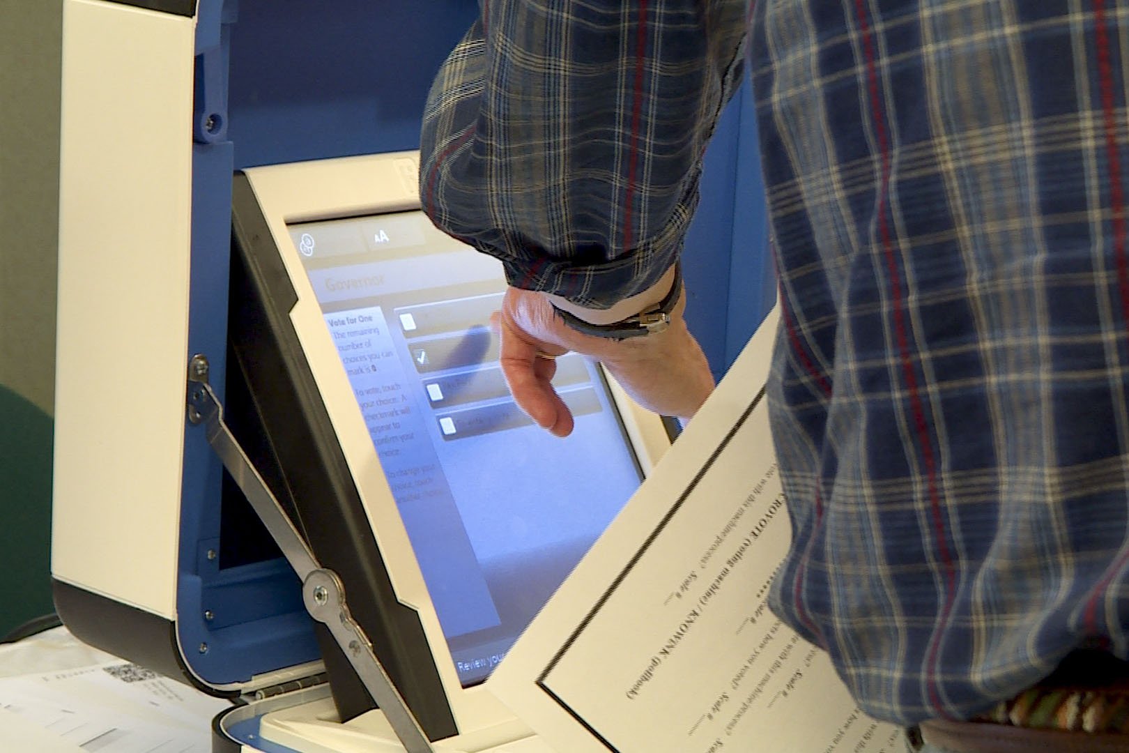 Brown County residents try out new voter machines in the brown county public library