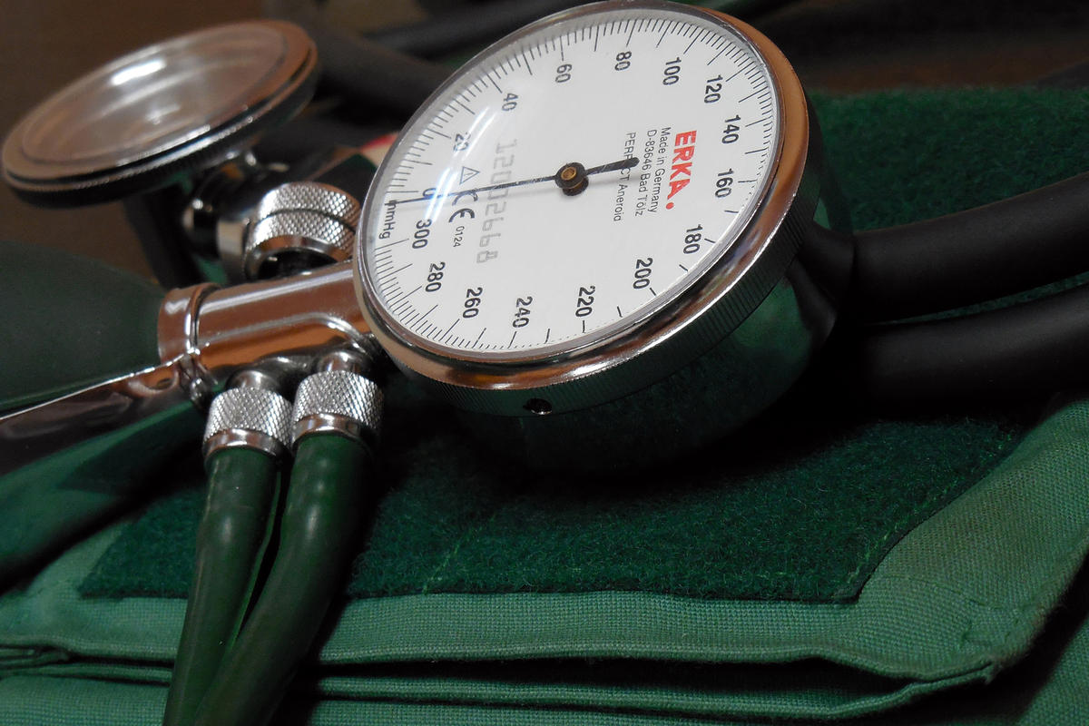 blood-pressure-monitor-350930.jpg
