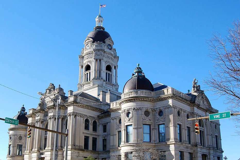 evansville_indiana_-_old_courthouse.jpg