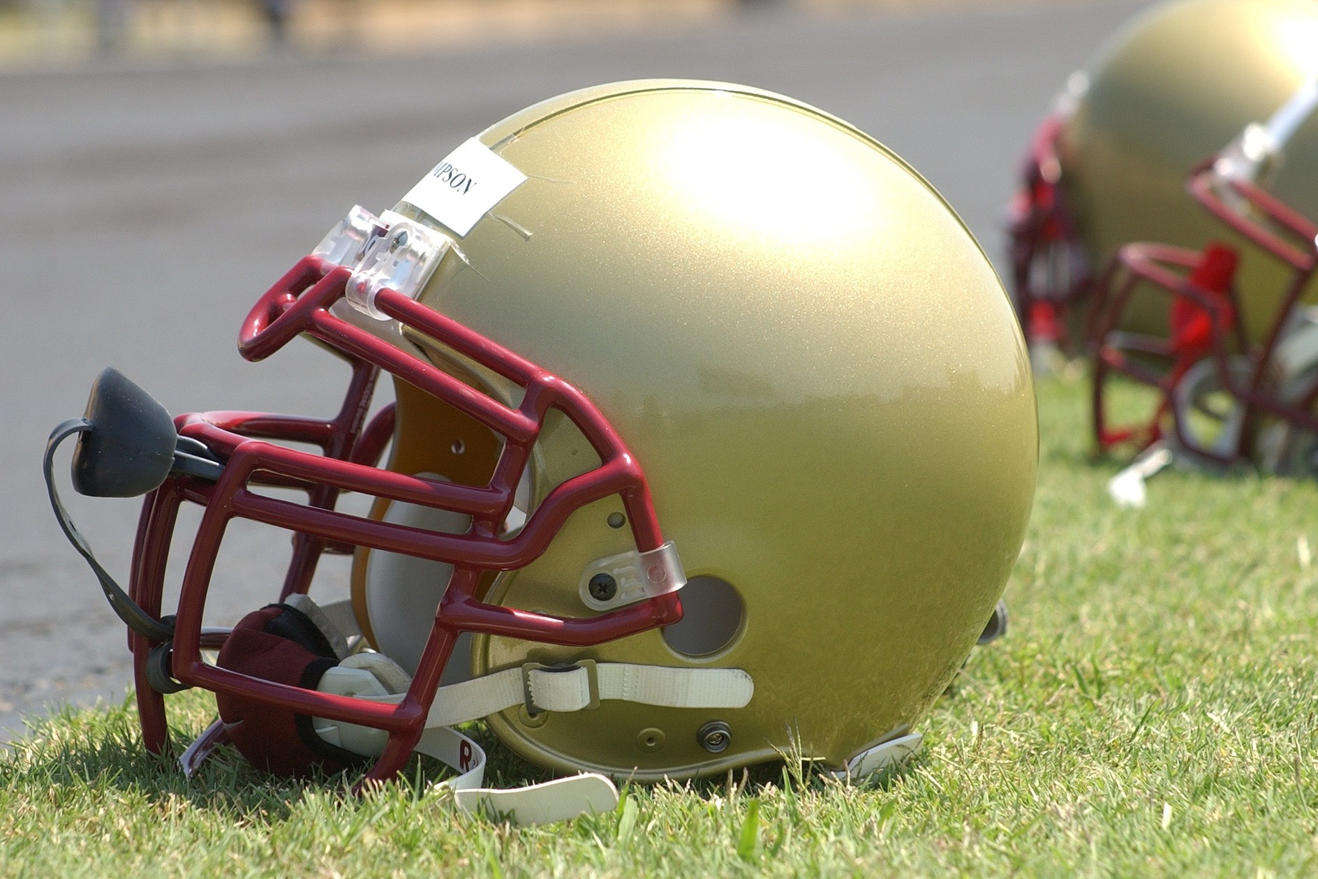 football-helmet-1401350_1920.jpg