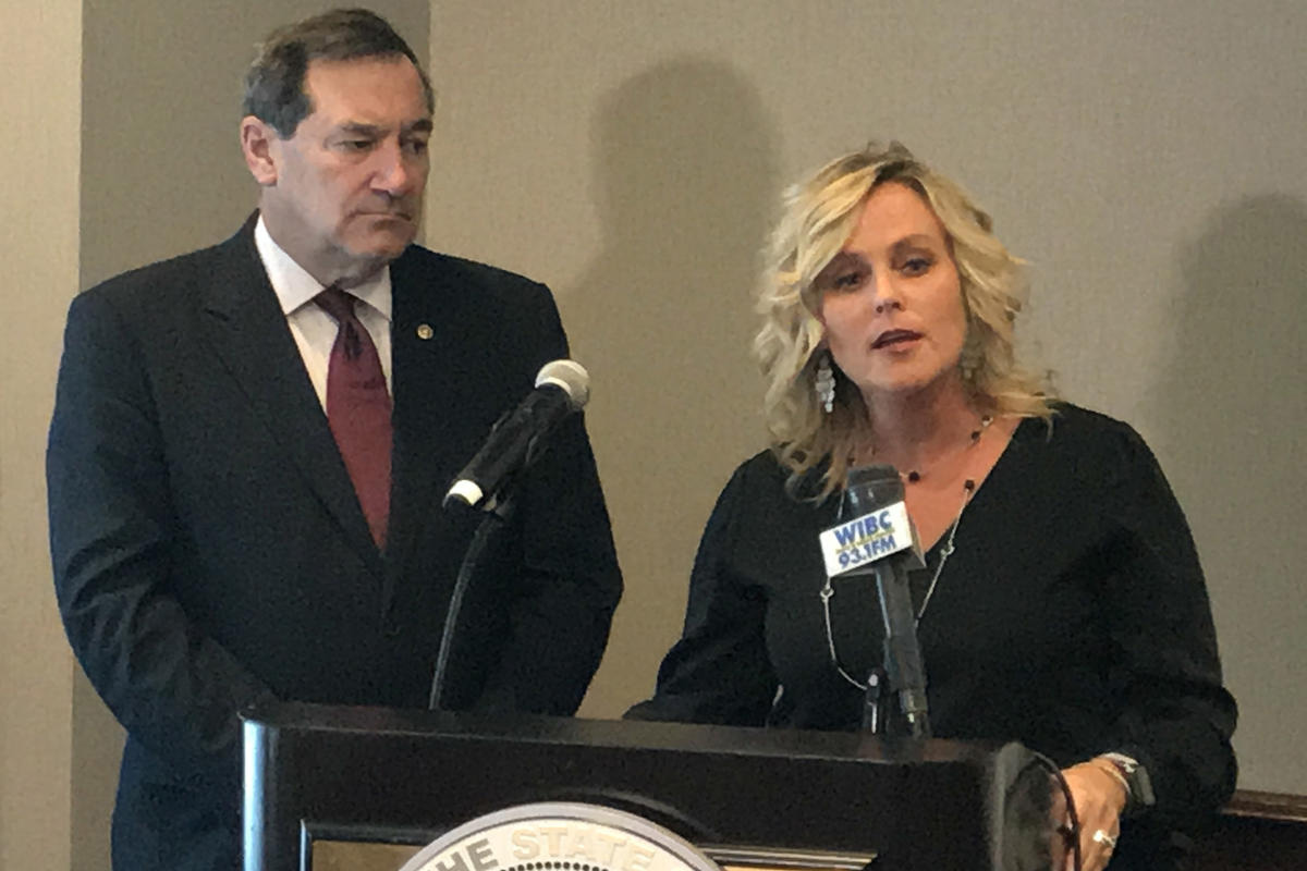 joe_donnelly__jennifer_mccormick.jpg