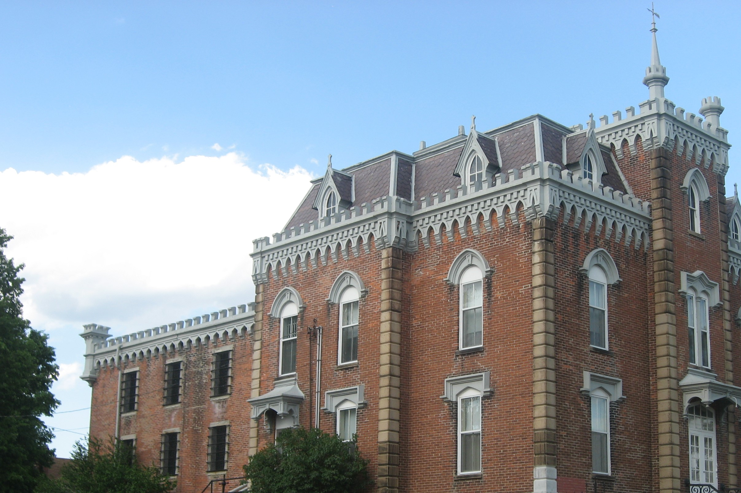 noble_county_sheriffs_house_and_jail.jpg
