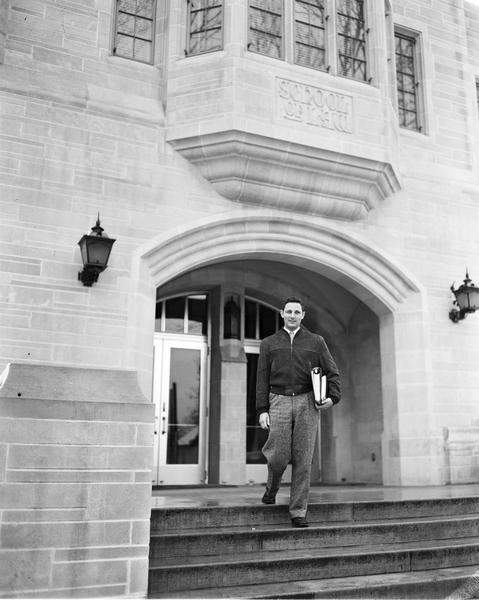 birch bayh stands on the steps of the iu law school building