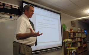 Rockville Elementary School Principal Jeff Eslinger explains to parents how the state calculates school letter grades.