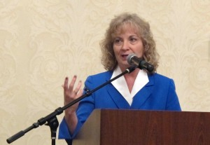 Superintendent Glenda Ritz addresses the Indiana Youth Institute's Postsecondary Counseling Institute.