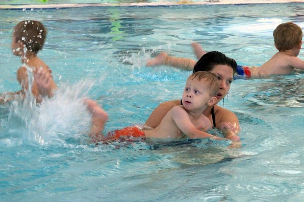 YMCA staff work on swimming skills with preschool students on August 30, 2016. According to a body of research, when kids swimm at an early age they gain a number of educational benefits. (Claire McInerny/Indiana Public Broadcasting)