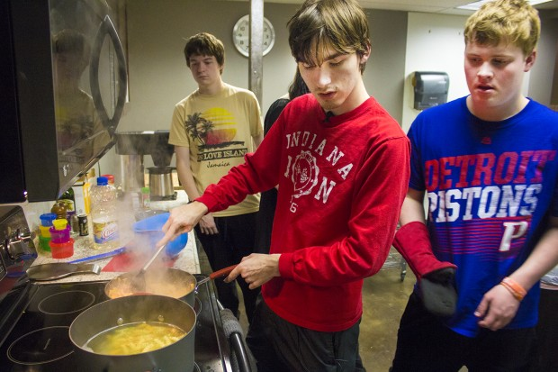 Reagan Roush, center, makes a creamy chicken fajita pasta dish at a weekly...</p>					<div class=