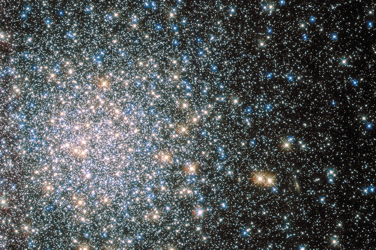 This sparkling jumble is Messier 5 — a globular cluster consisting of hundreds of thousands of stars bound together by their collective gravity. But Messier 5 is no normal globular cluster. At 13 billion years old it is incredibly old, dating back to close to the beginning of the Universe, which is some 13.8 billion years of age. It is also one of the biggest clusters known, and at only 24 500 light-years away, it is no wonder that Messier 5 is a popular site for astronomers to train their telescopes on. Messier 5 also presents a puzzle. Stars in globular clusters grow old and wise together. So Messier 5 should, by now, consist of old, low-mass red giants and other ancient stars. But it is actually teeming with young blue stars known as blue stragglers. These incongruous stars spring to life when stars collide, or rip material from one another.