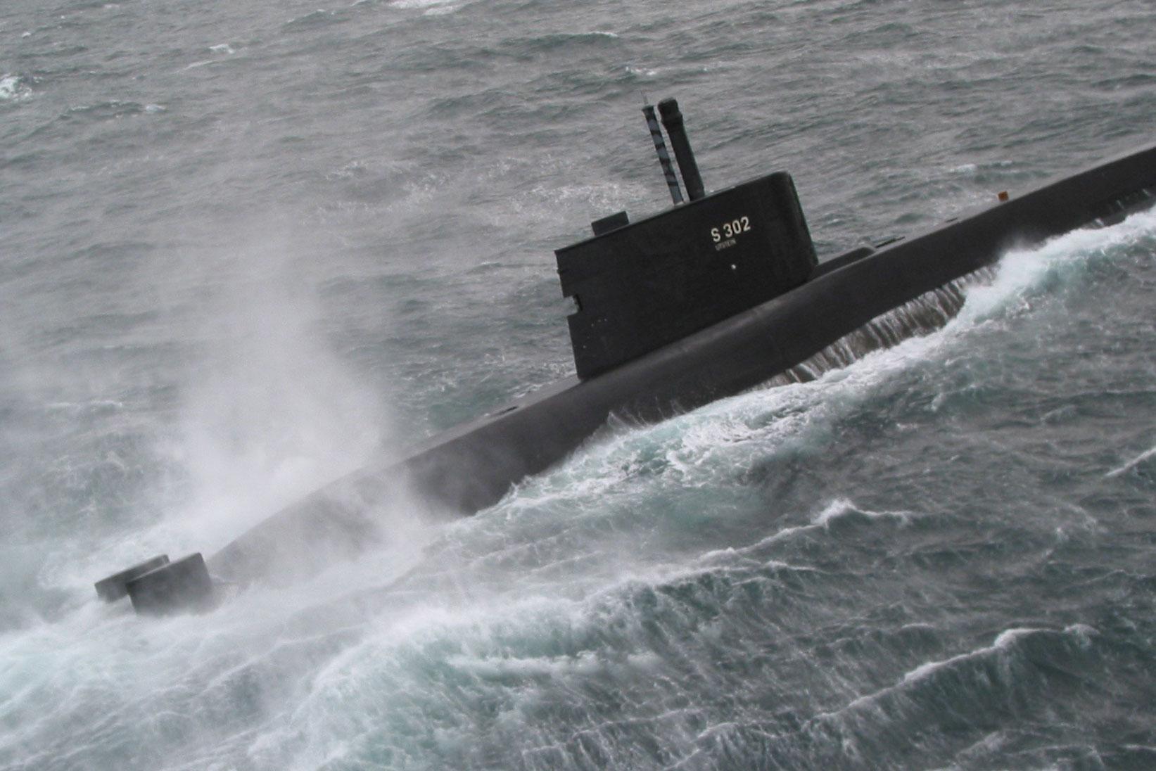 Norewegian ULA class submarine at surface