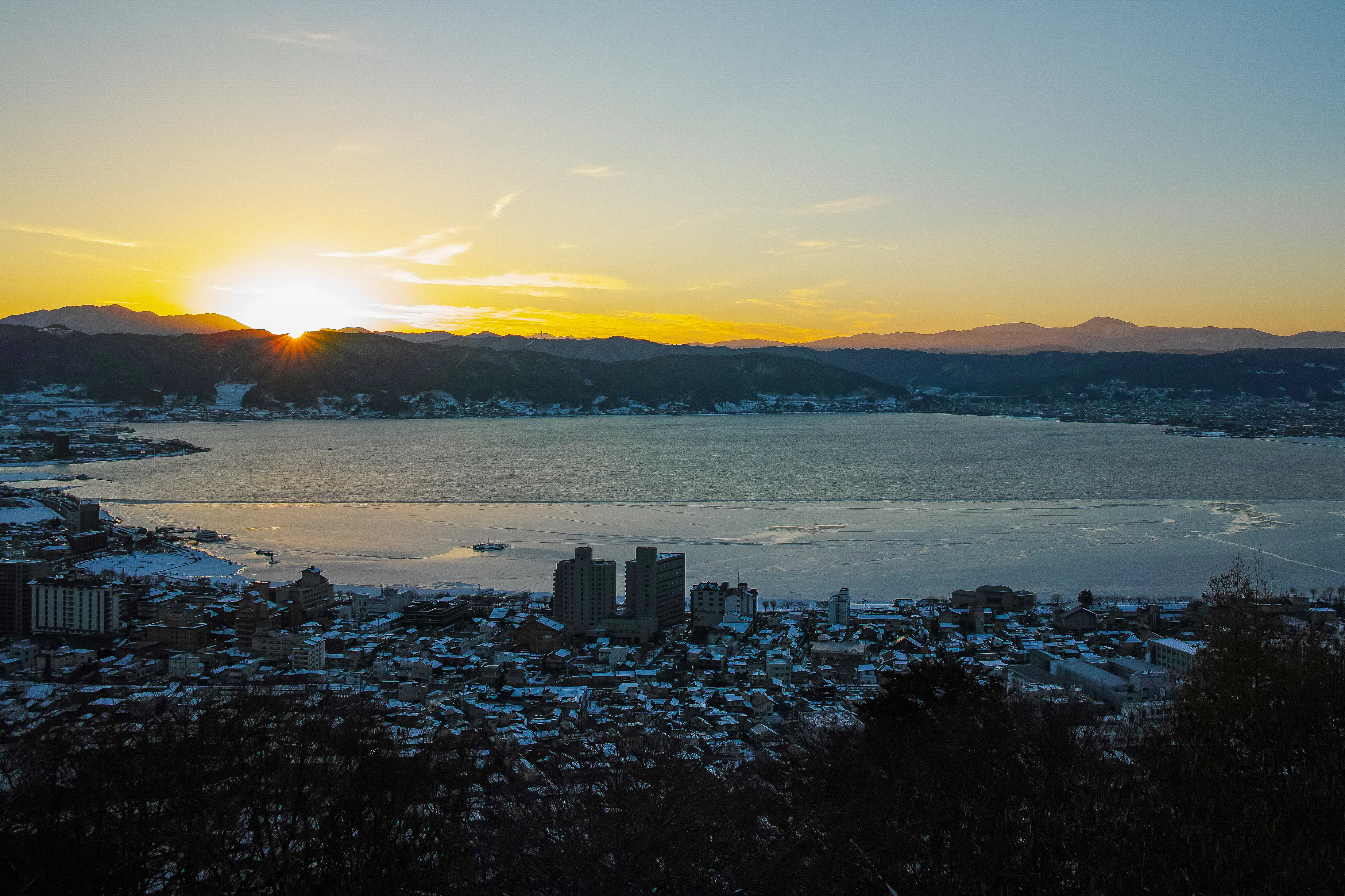 A sunset over Lake Suwa in the winter