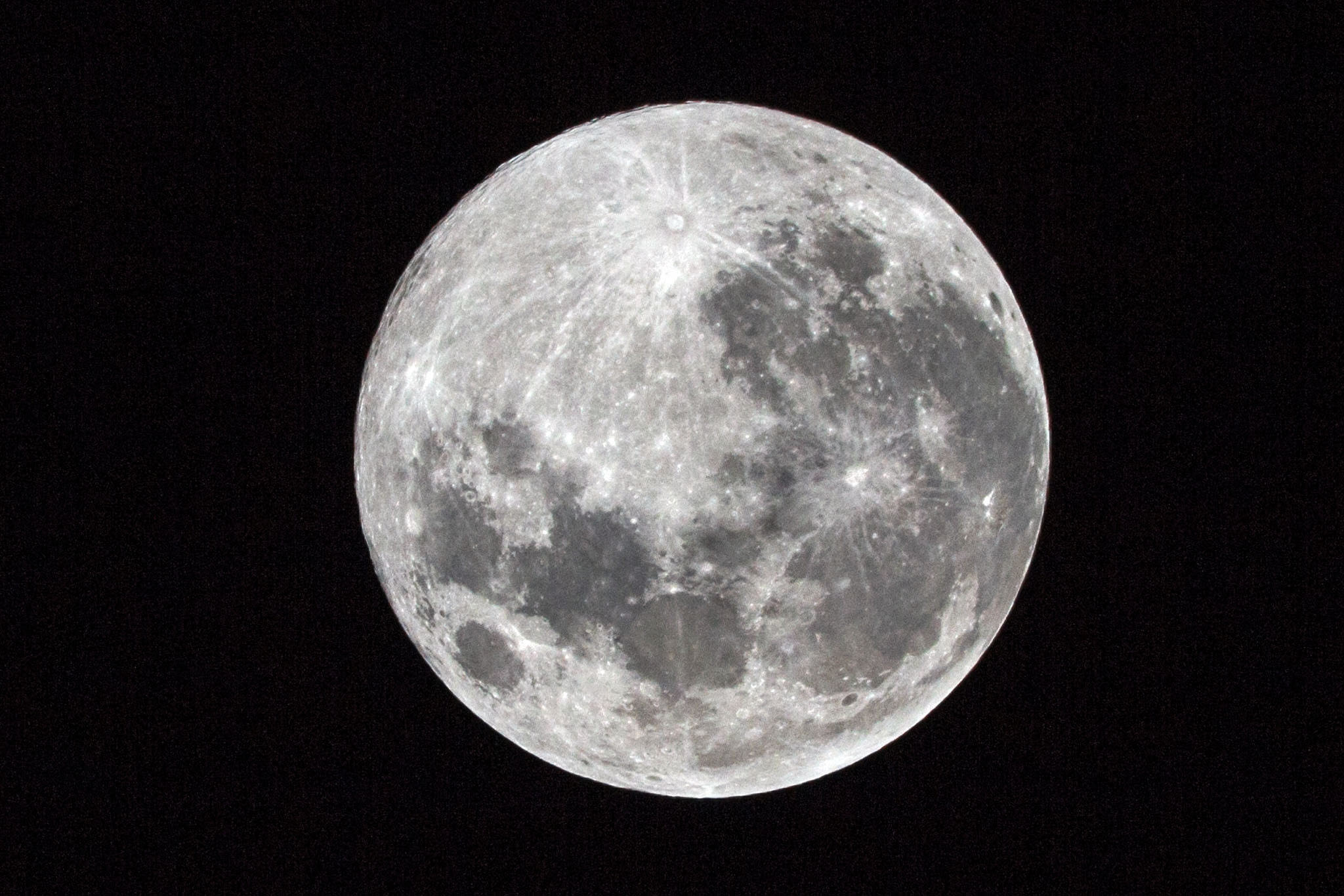 Studies suggest it may be more difficult to fall asleep when the moon is full. (Ulrich Peters, Flickr)