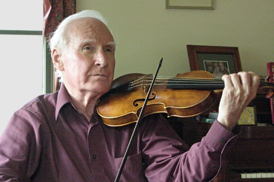 Stanley Ritchie playing his 1670 Jacobus Stainer violin wearing a purple shirt