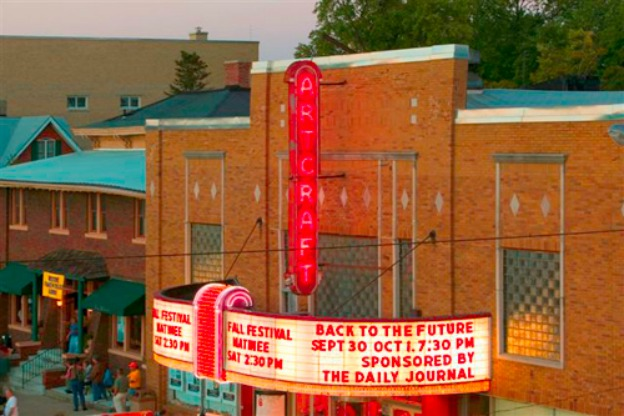 Colorized photo of the Artcraft Theater in Franklin, Indiana