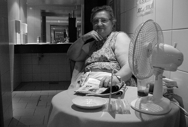 Madame Pippi, a portrait of a restroom attendant in Brussels