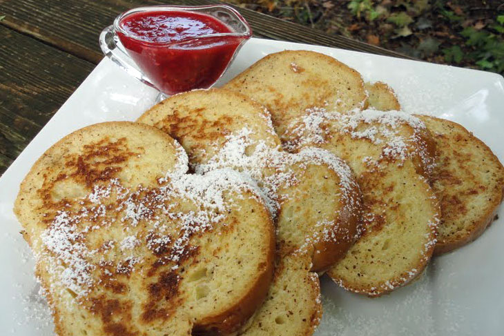 french toast with raspberry syrup