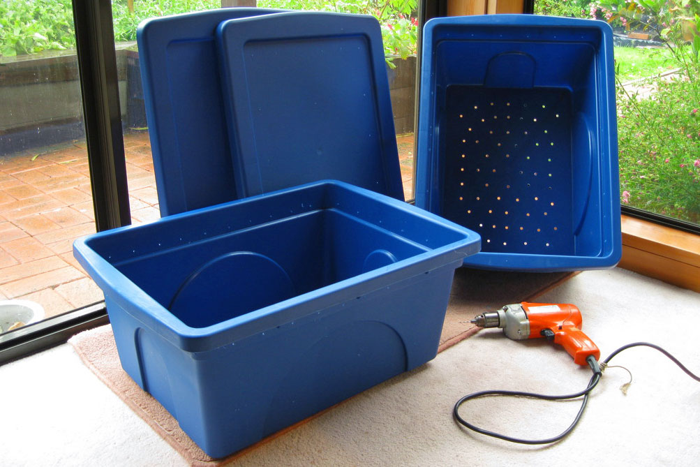 make your own vermicomposting bin
