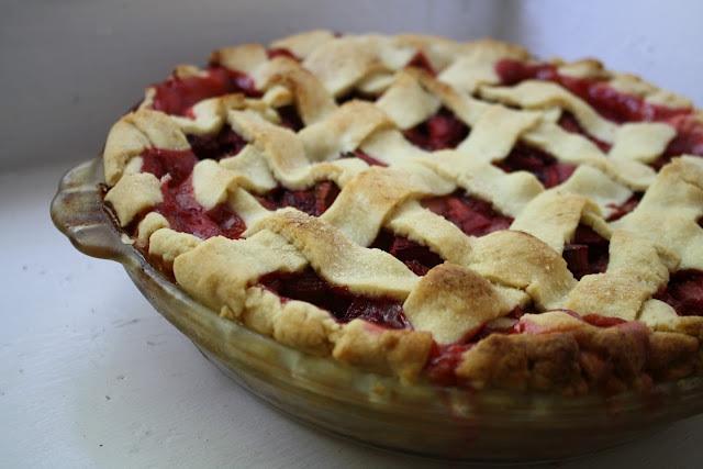 lattice crust strawberry rhubarb pie