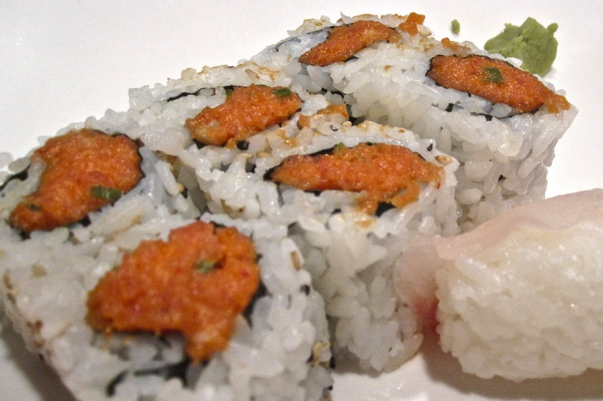 Close up of a spicy tuna sushi roll.