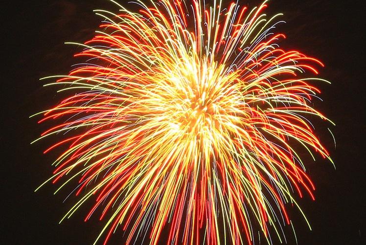 single, multi-colored firework burst