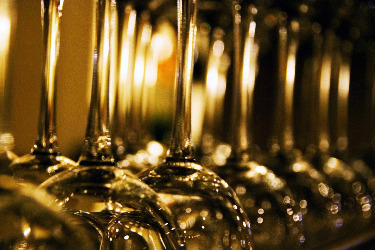 wine glassse hung up