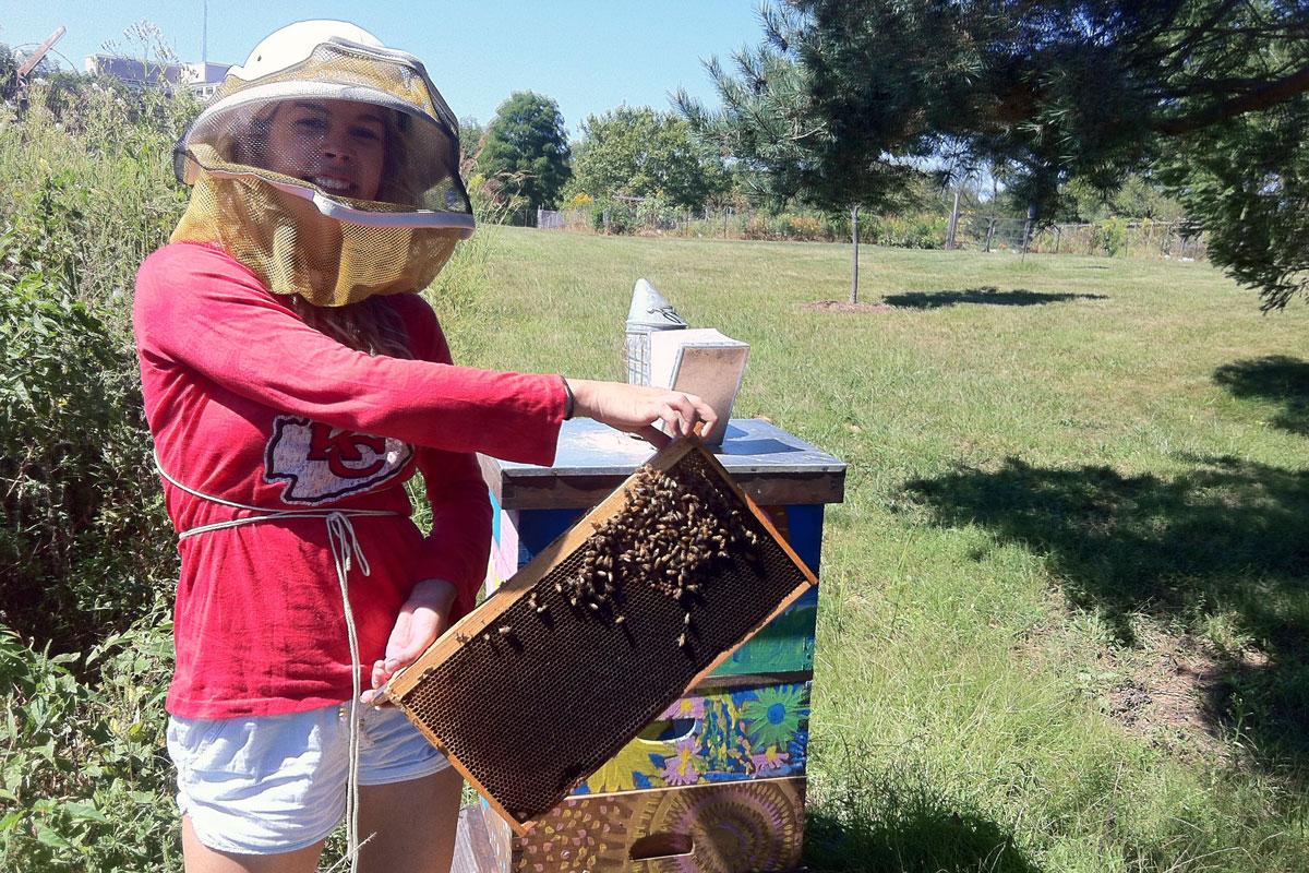 Ellie Symes at beehive