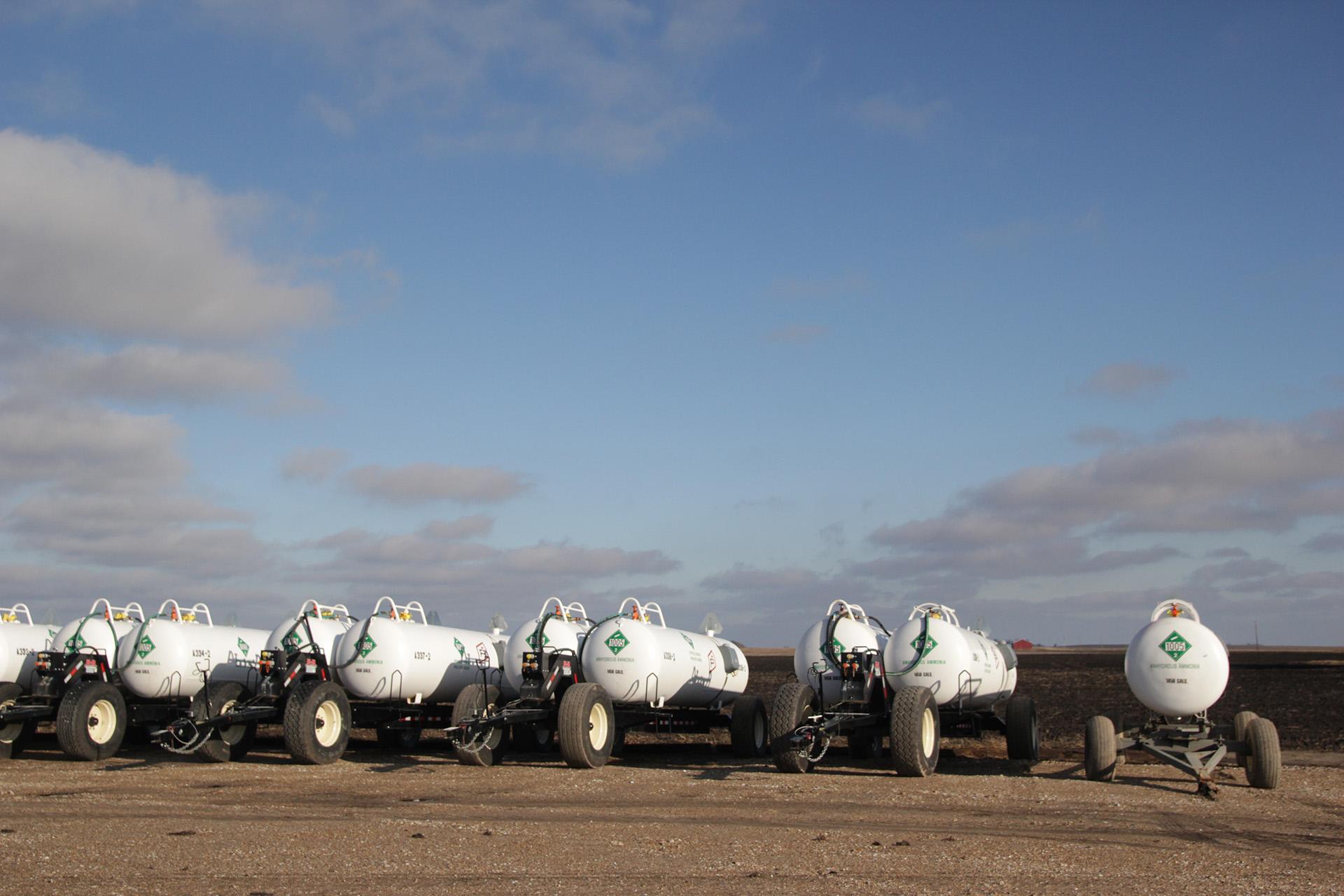containers of_ammonia fertilizer