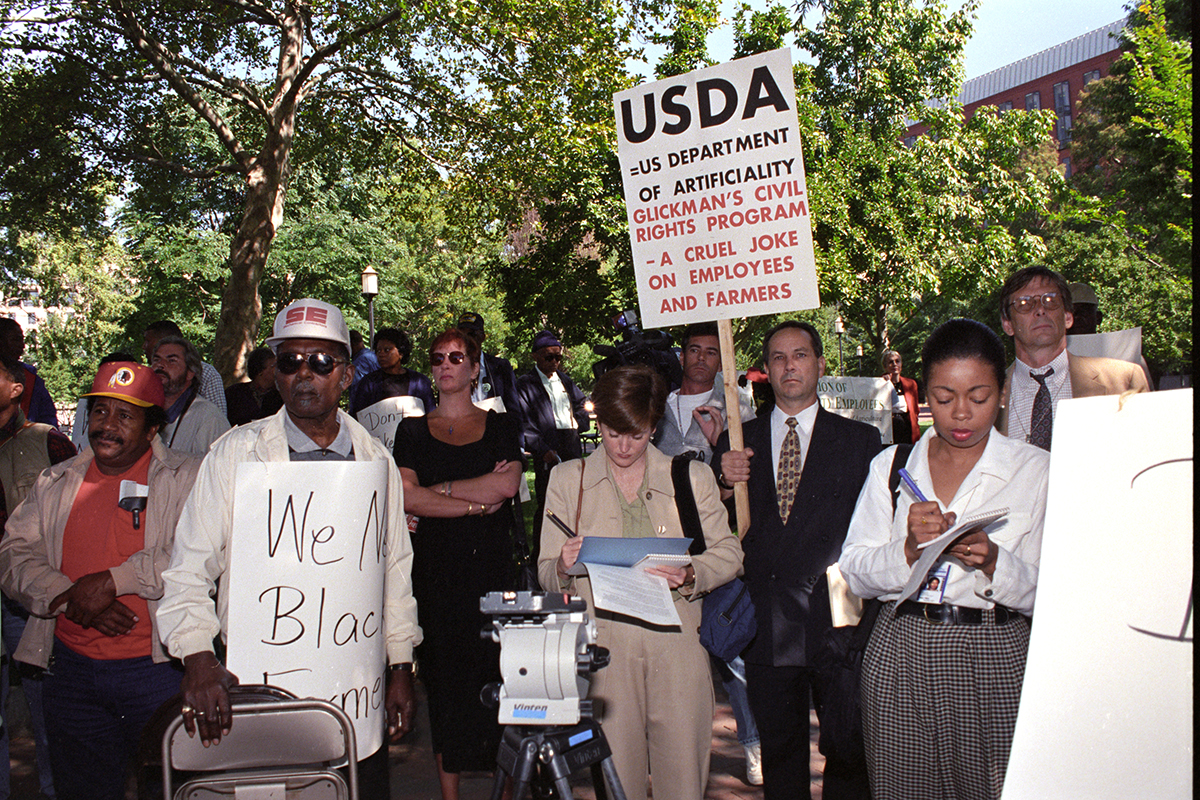 Black farmers protest in Washington, D.C. in September 22, 1997, alleging that the USDA denied black farmers equal access to farm loans and assistance based on their race. The protest followed a class action lawsuit against the agency from 400 black farmers. That suit was settled 1999 (Anson Eaglin/USDA/flickr)