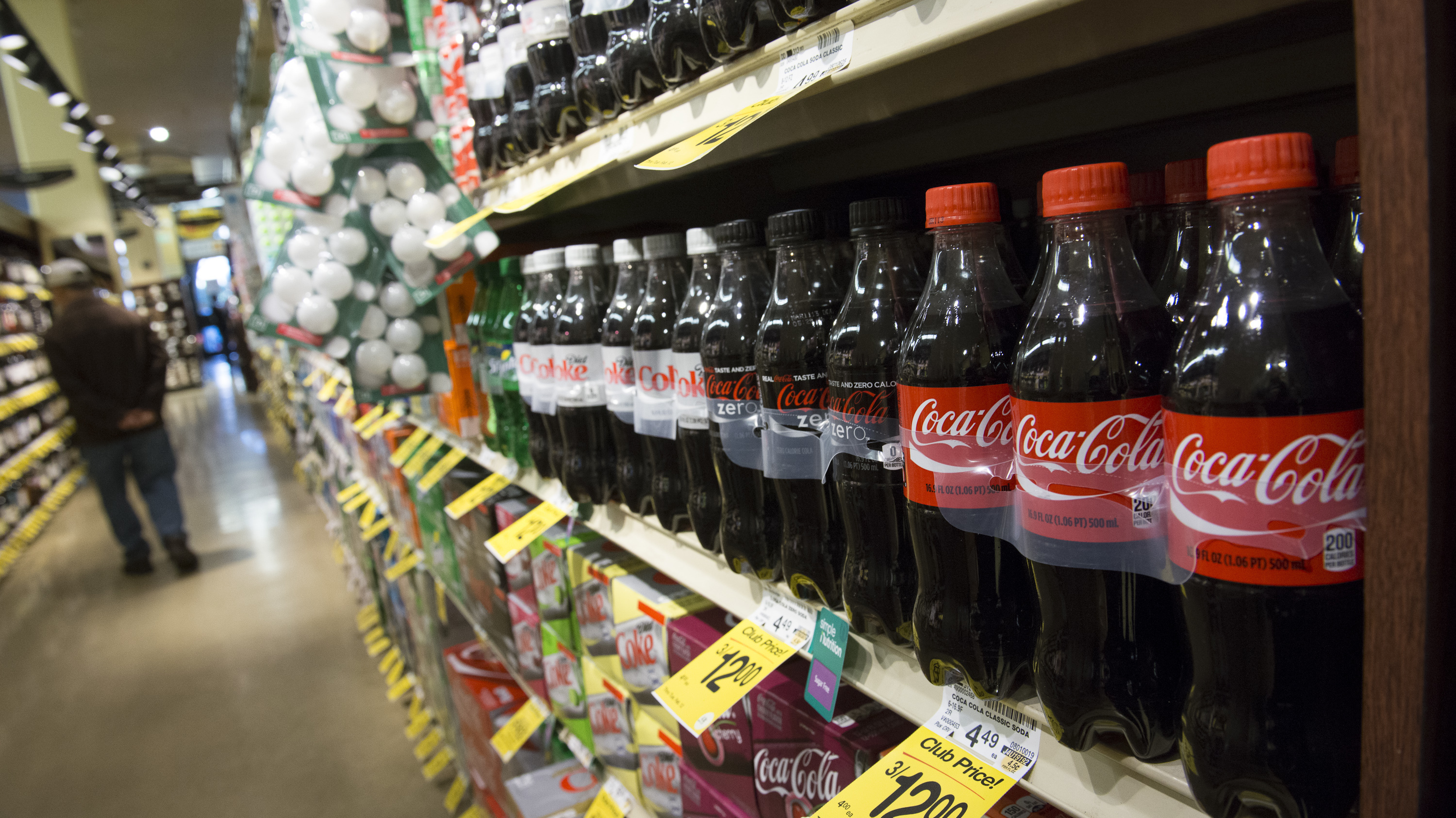 Food assistance recipients spend about 10 percent of their food budget on sugary drinks, while the rest of the population spends about 7 percent. (David Paul Morris/Bloomberg via Getty Images)