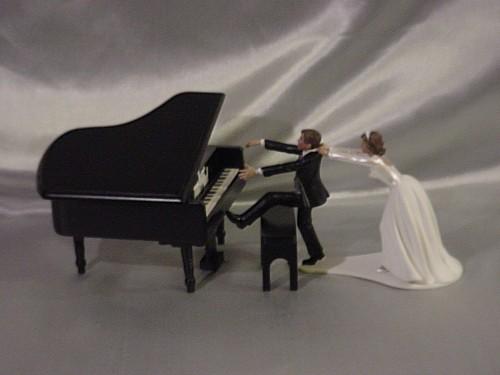 Pianist cake-topper