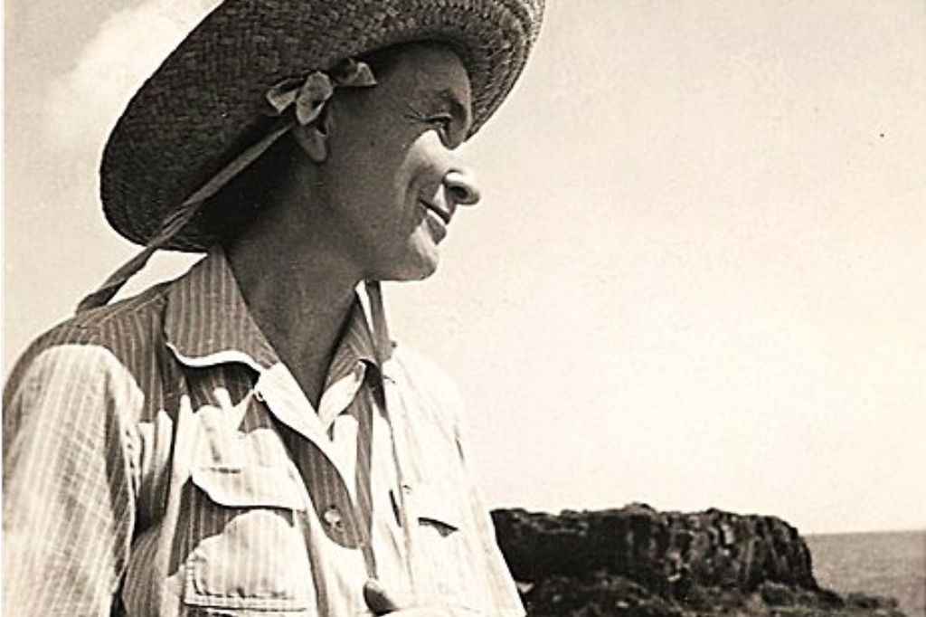 Georgia O'Keeffe in Hawaii, 1939, (Anonymous photo, Yale University, Wikimedia).