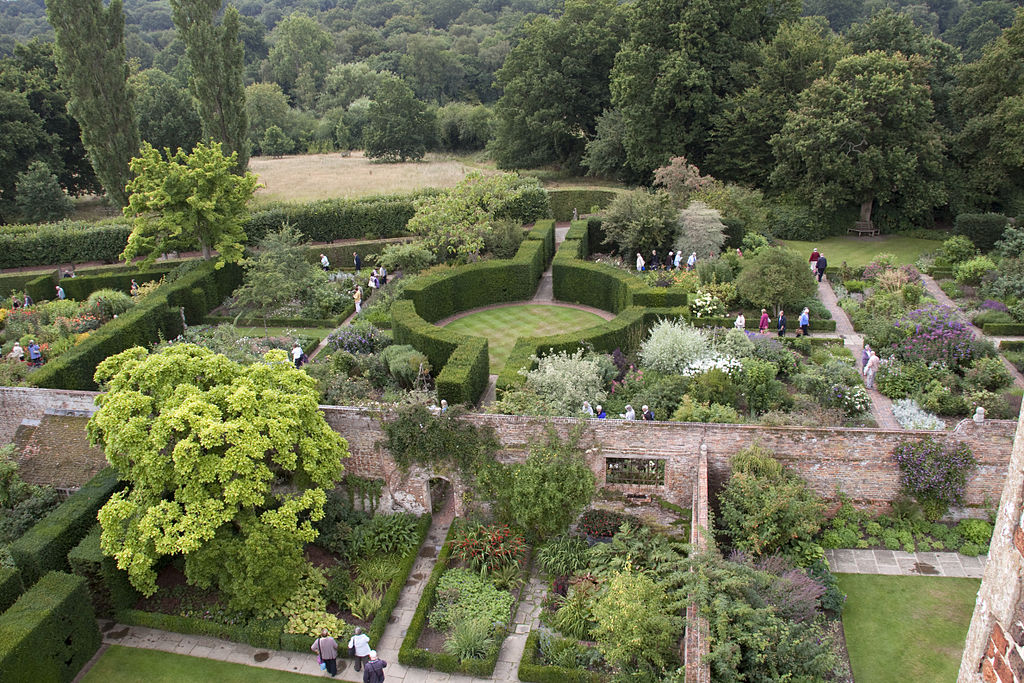 Sissinghurst Gardens. (Tony Hisgett / Wikimedia Commons)