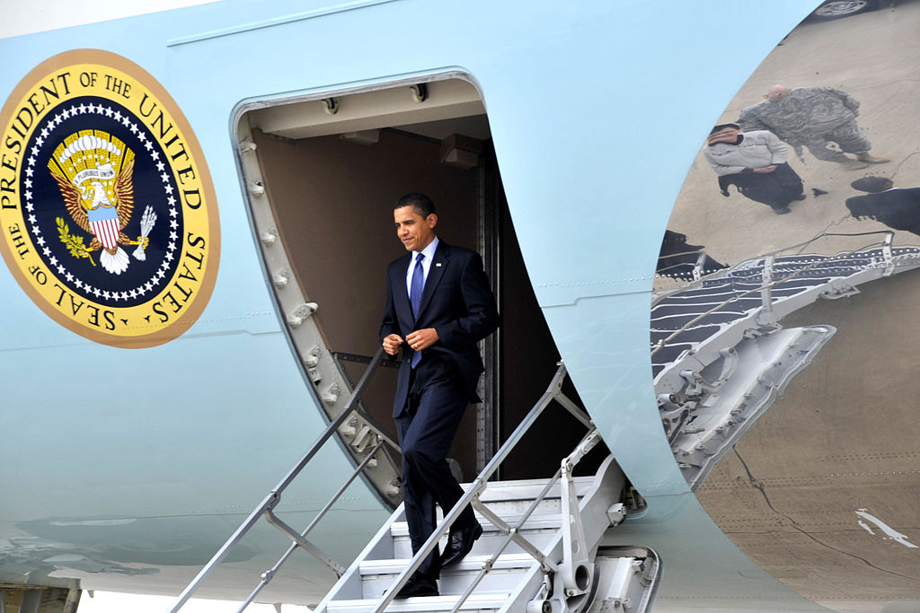 president obama exits air force One