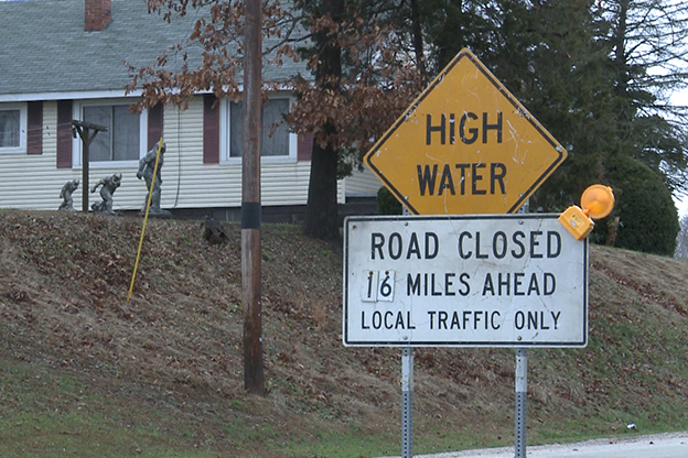 High water warning sign.