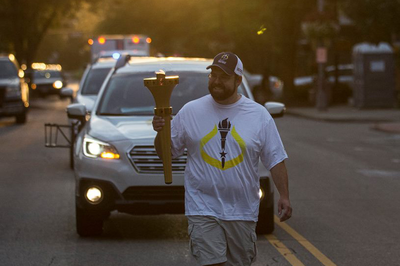 A torch bearer carries the Indiana Bicentennial Torch through Bartholomew County.