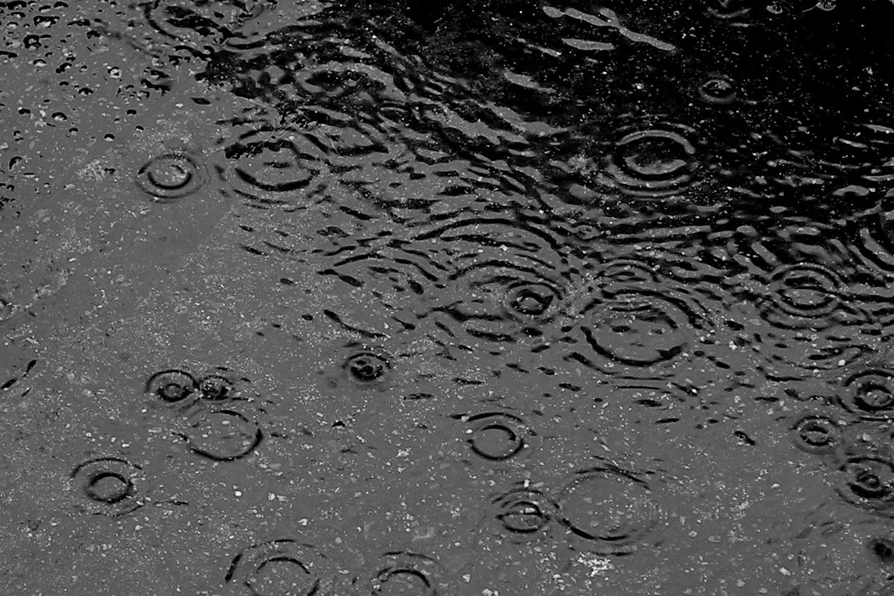 https://commons.wikimedia.org/wiki/File:Here_comes_rain_again.jpg