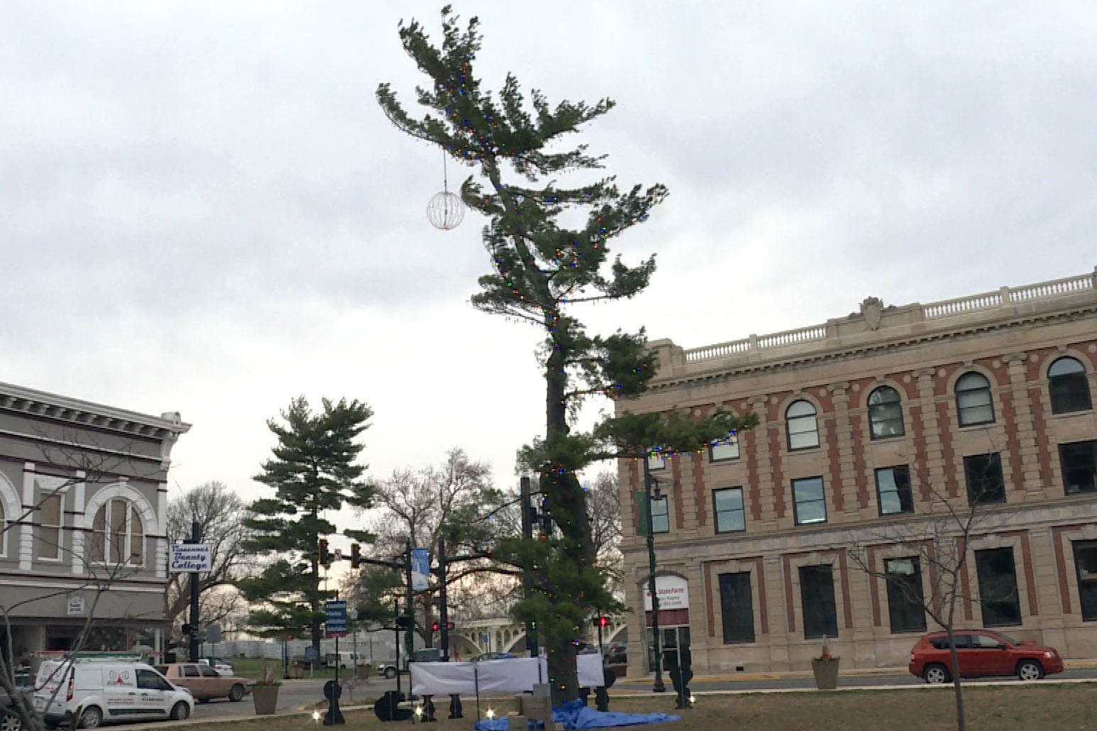 "The Vincennes community Christmas tree this year is centered around a ""Charlie Brown Christmas"" theme."
